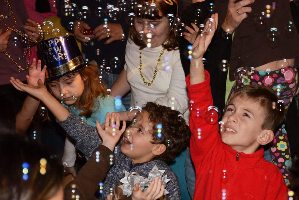 Розваги, конкурси та новорічні ігри для дітей