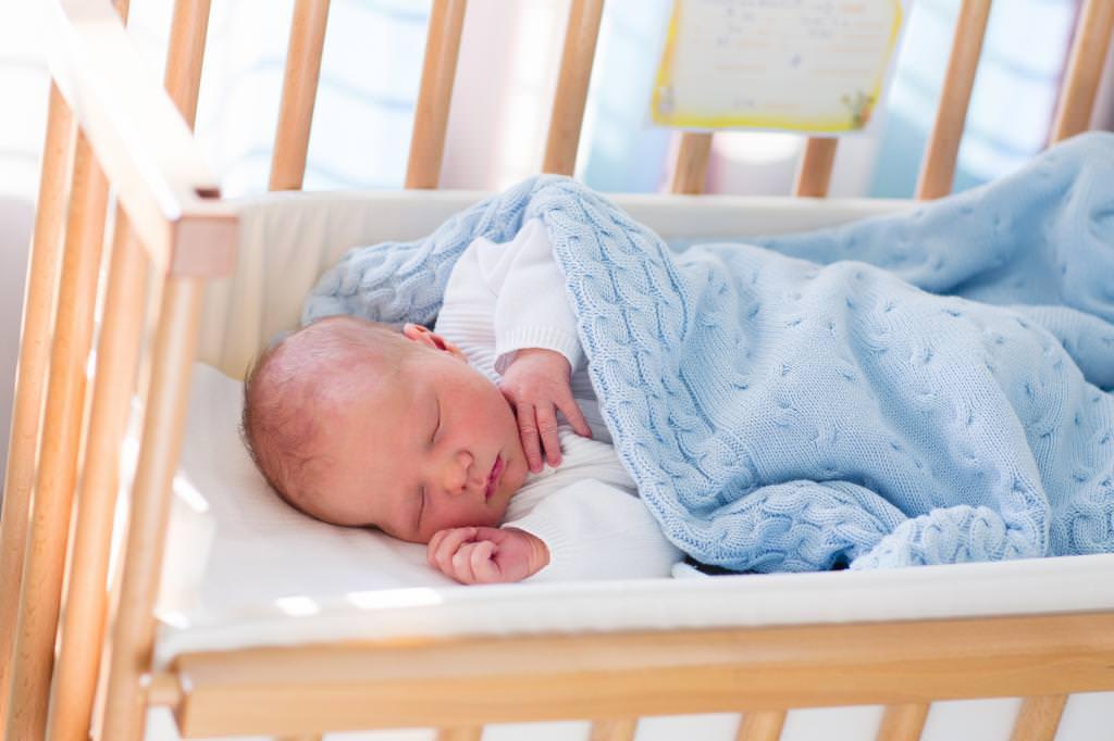 Як вибрати матрац для новонародженого? Розміри і жорсткість матраца для новонародженого