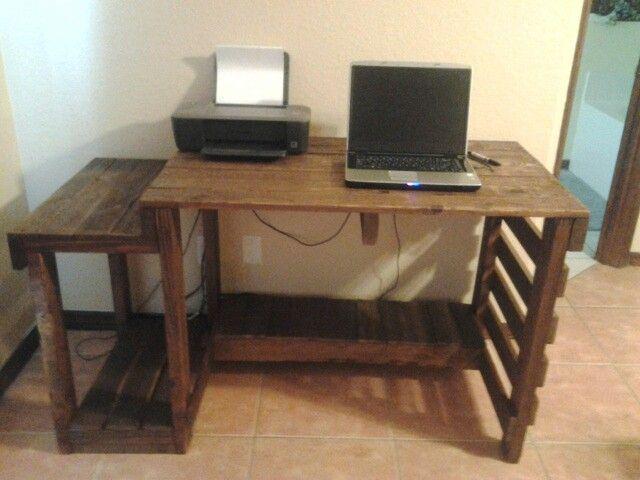 Як зробити компютерний стіл своїми руками?