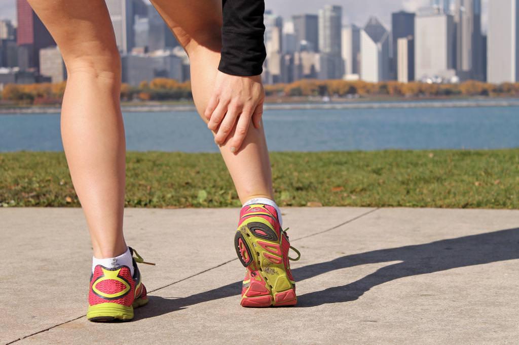 Біль в ногах нижче коліна — можливі причини та особливості лікування