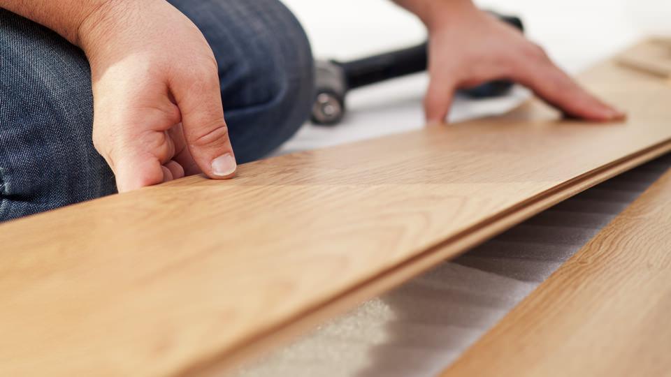 Укладання деревяної підлоги в будинку: пристрій та утеплення