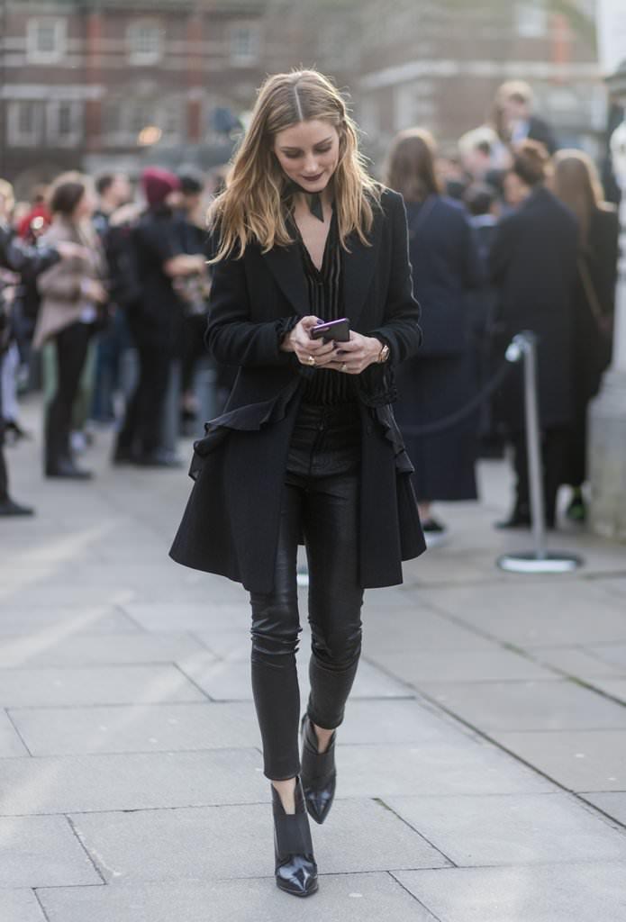 У холодну пору року шкіряні штани будуть відмінно виглядати з шубами 3e086f57b9363