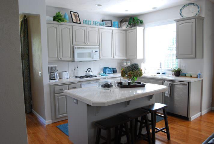 Кутові кухонні гарнітури: огляд, моделі, особливості