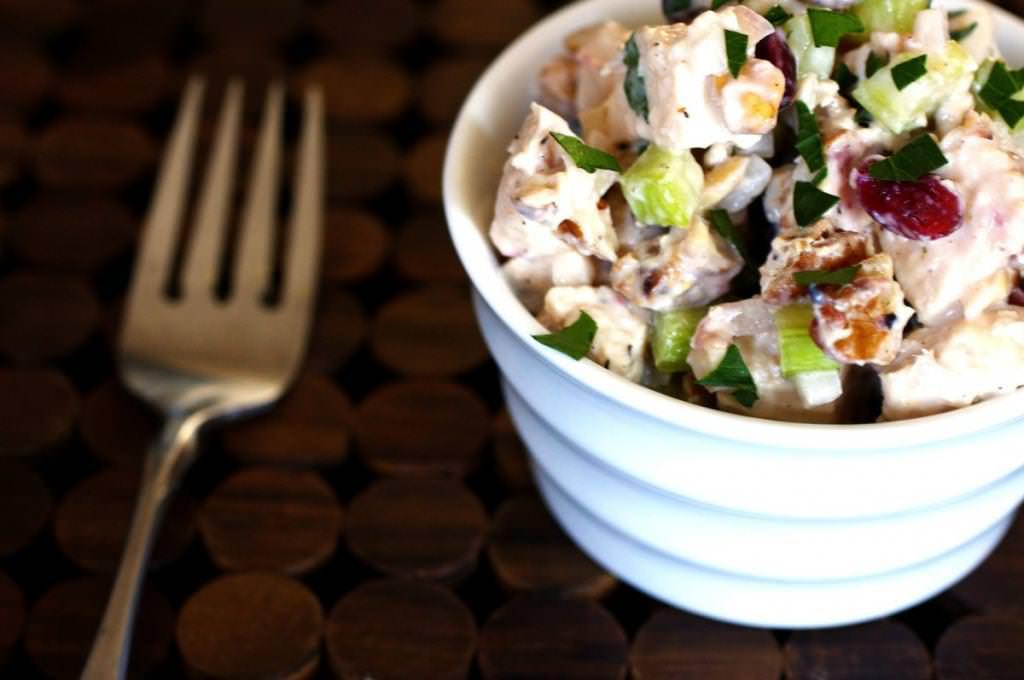 Салати з горіхами: рецепти з фото