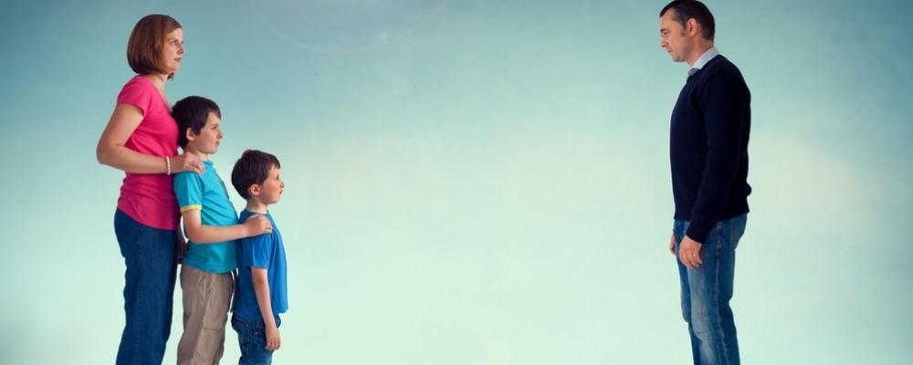 Позбавлення батьківських прав батька: підстави, які потрібні документи, наслідки