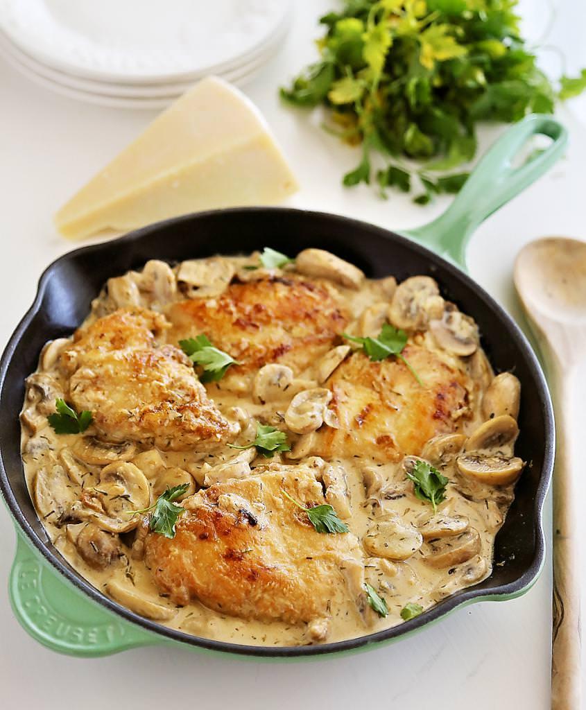 Курка з грибами у вершковому соусі: рецепт з фото